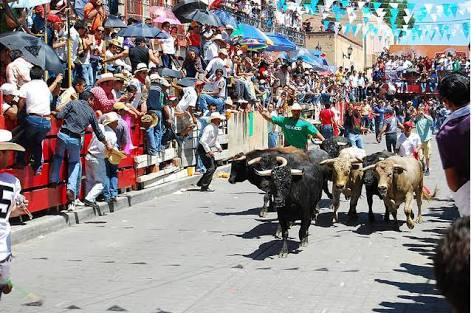 Todo listo para la Huamantlada; a las once soltarán los toros