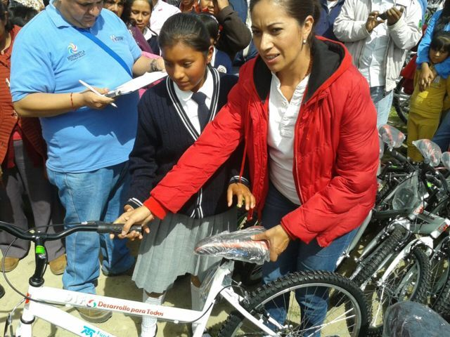 Entrega DIF Huamantla bicicletas a niños de comunidades