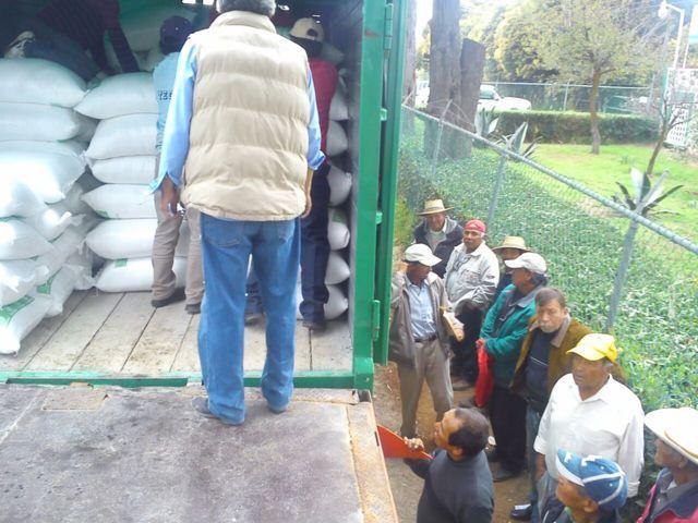 200 campesinos beneficiados con la entrega de fertilizante en Huamantla