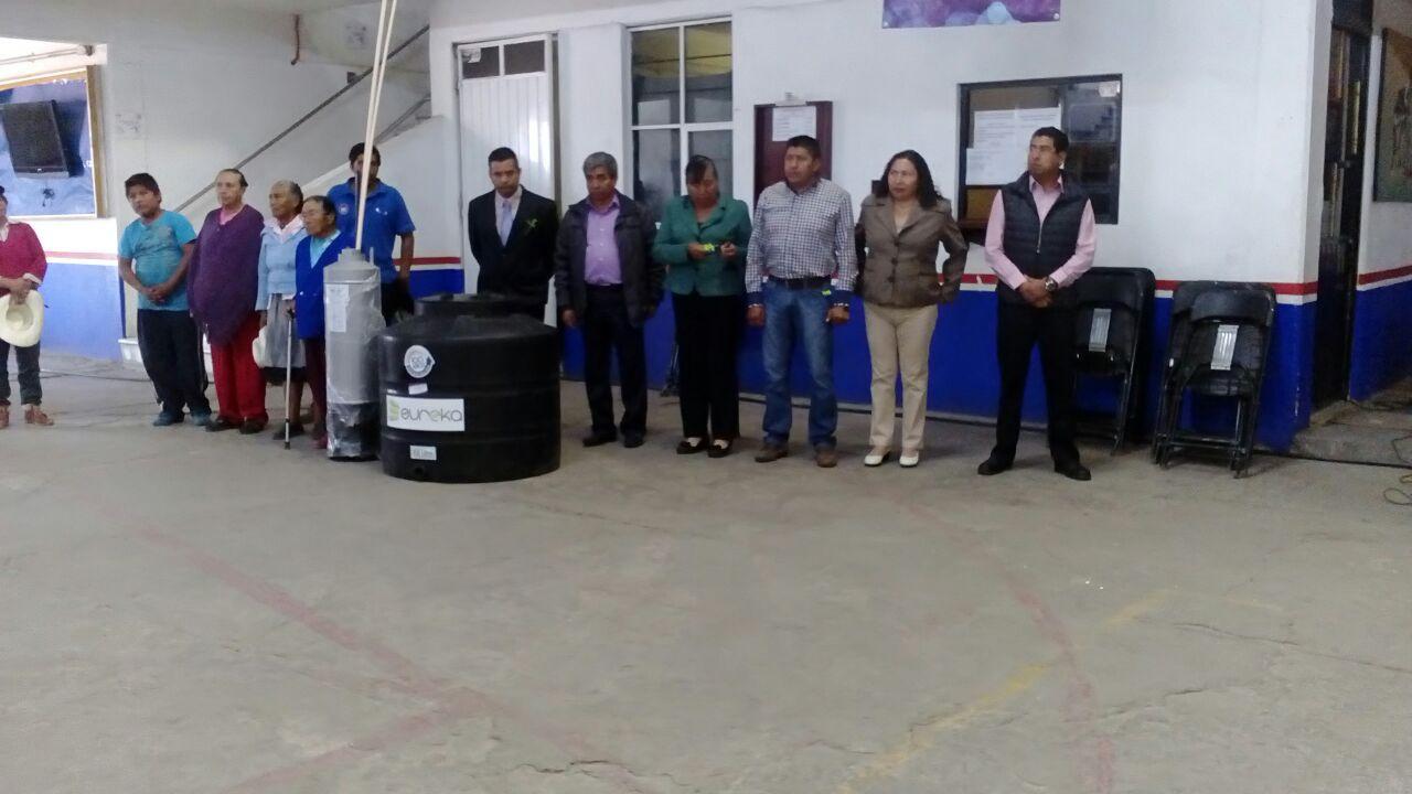 Alcalde entrega apoyos hidráulicos a familias vulnerables