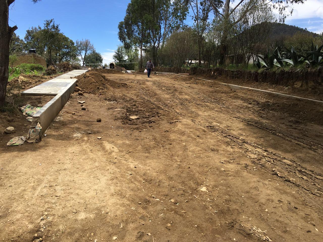Garantiza Gómez Sanluis mejores caminos para la población de Teacalco