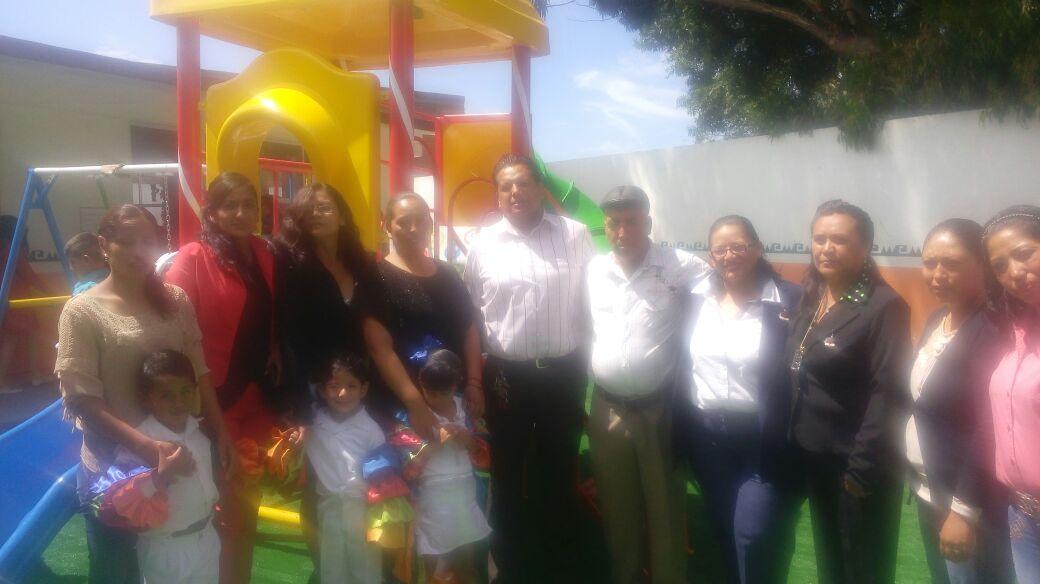 Más apoyo a la educación, entrega alcalde Agustín Zarate Morales