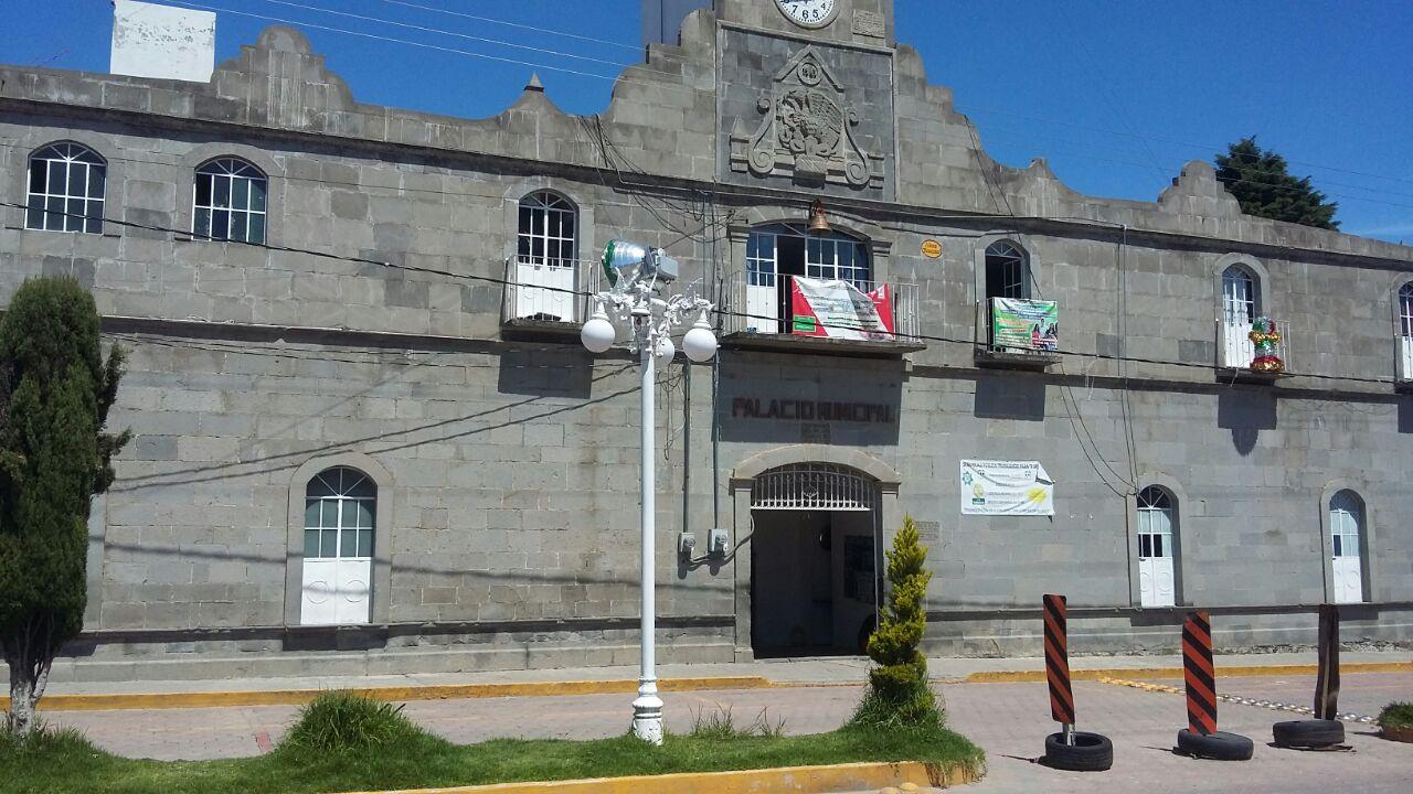 Se molestan empleados de Xaltocan por la falta de pago