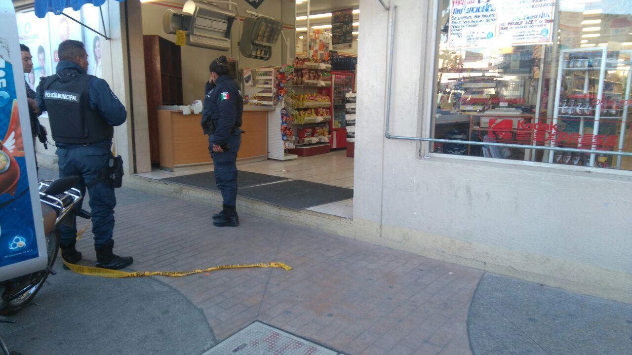 En las narices de autoridades de Apizaco asaltan farmacia Guadalajara