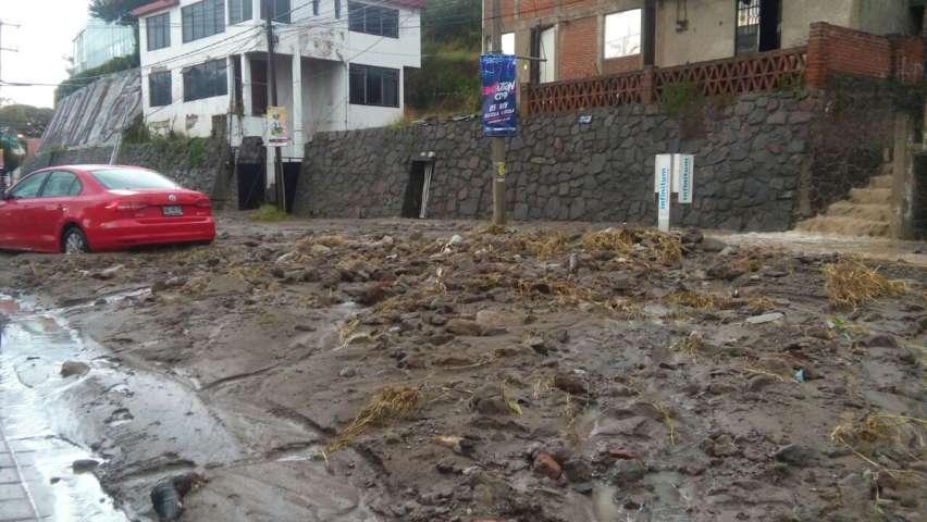 Se desgaja cerro en la Garita afecta a tres viviendas