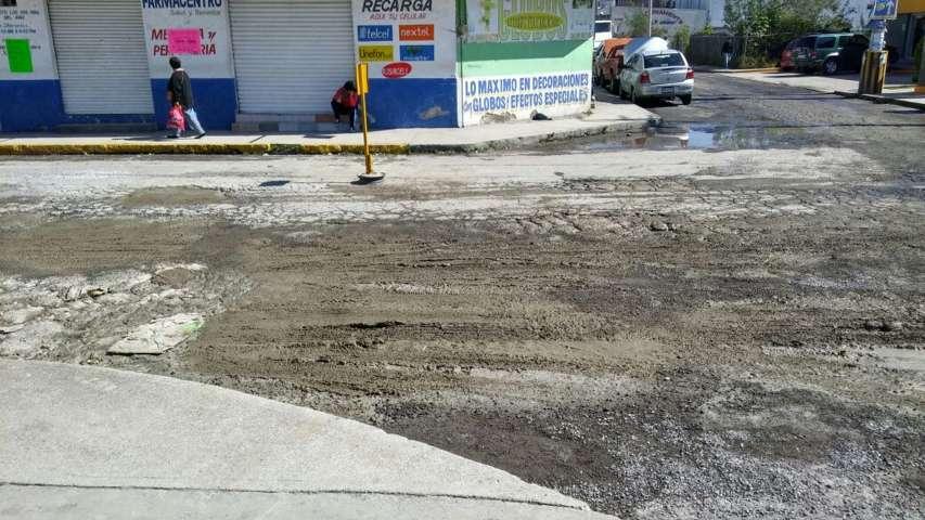 Untada de cemento para tapar baches en Chiautempan