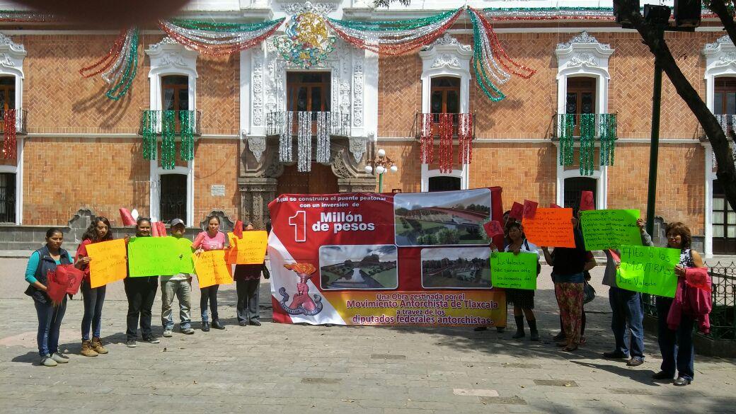 Millón de pesos para puente confronta a Antorchistas y a alcalde