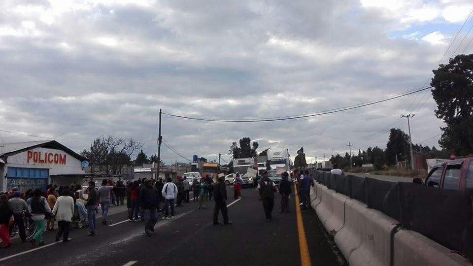 Cierran carretera Mexico-Veracruz quieren agua pero no pagan