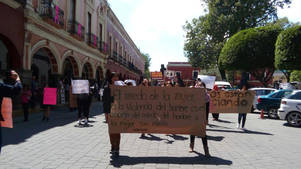 Ciudadanos realizan marcha contra el feminicidio en Tlaxcala