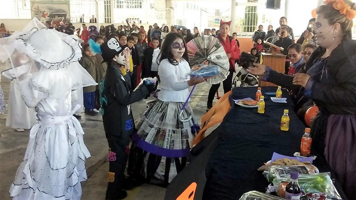 Preservan tradición  del Día de Muertos en Tzompantepec