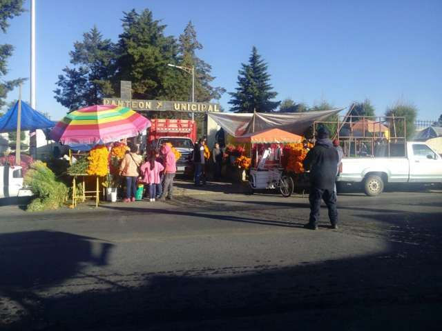 Alcalde implemento operativo de seguridad en los 2 panteones municipales