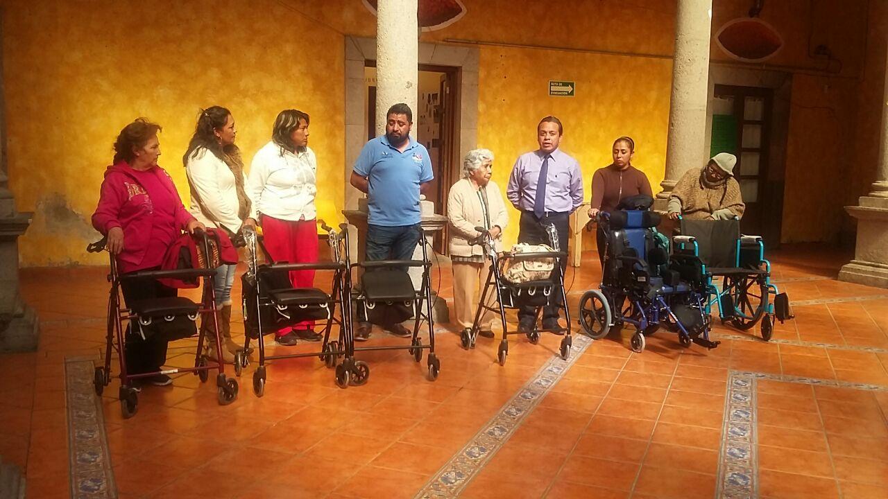 Entrega SMDIF Calpulalpan más aparatos funcionales a personas con discapacidad