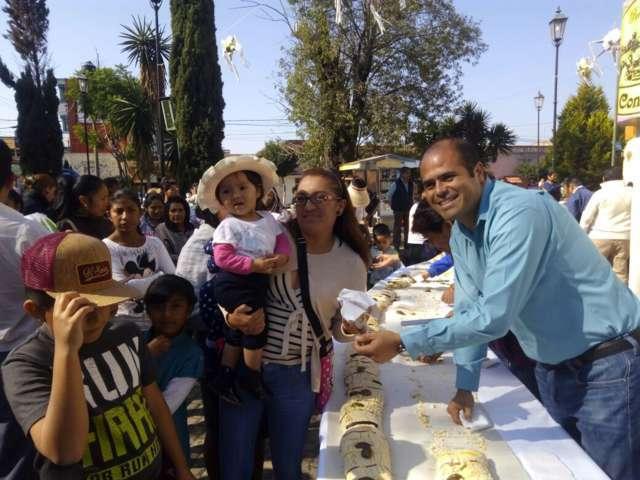 Realizan partida de Rosca de Reyes en Santa Cruz Tlaxcala