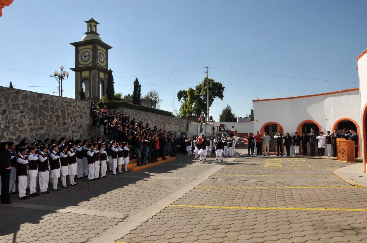 Alcalde encabeza primer homenaje cívico del Ayuntamiento de Tecopilco