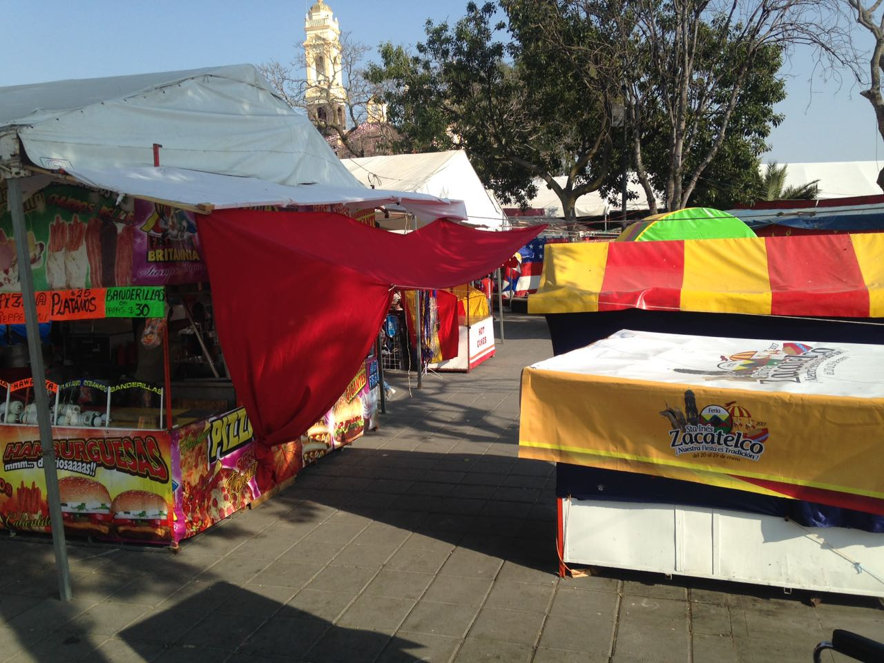 Comerciantes reportan bajas ventas en feria de Zacatelco