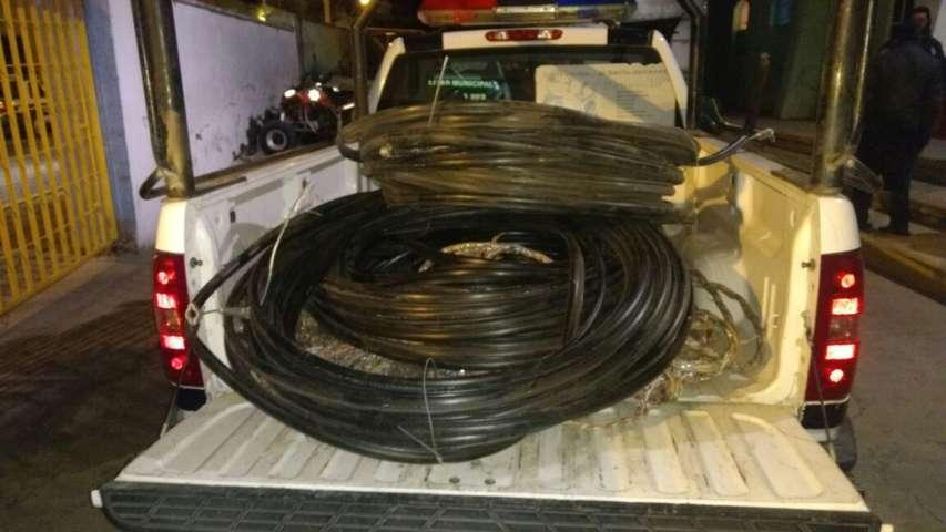 Policías Municipales impiden que ladrones se roben cable telefónico