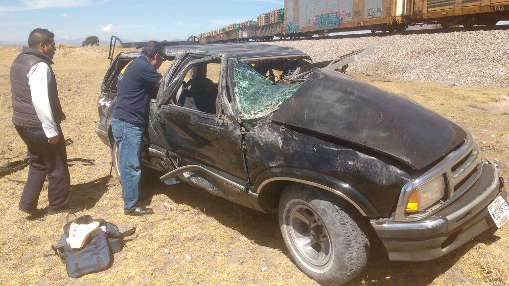 Sujeto pierde la vida al impactar su camioneta contra tren en Tlaxco