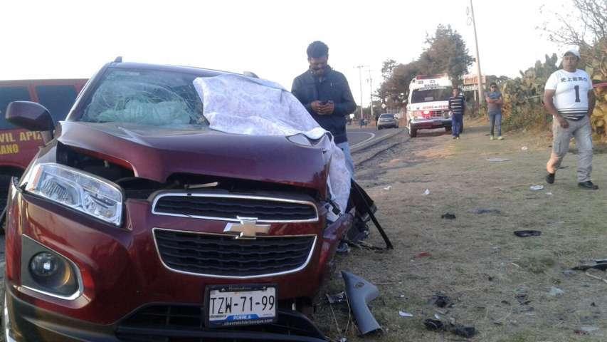 Dos muertos y tres lesionados deja choque frontal en la Apizaco-Tlaxco