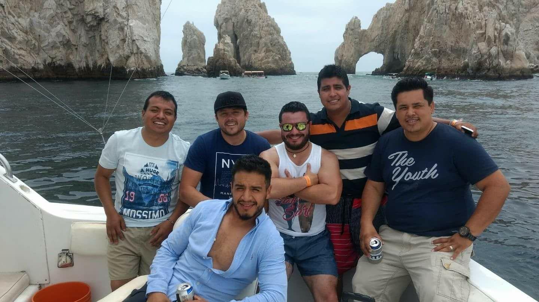 Juniors perredistas se dan vida de reyes en Los Cabos