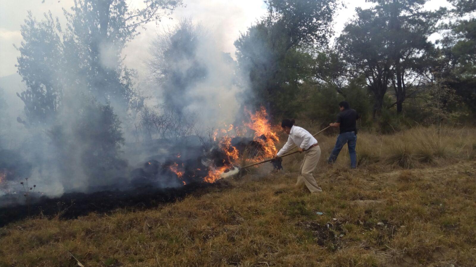 Policía municipal y PC de Amaxac controlan incendio en Santa Elena