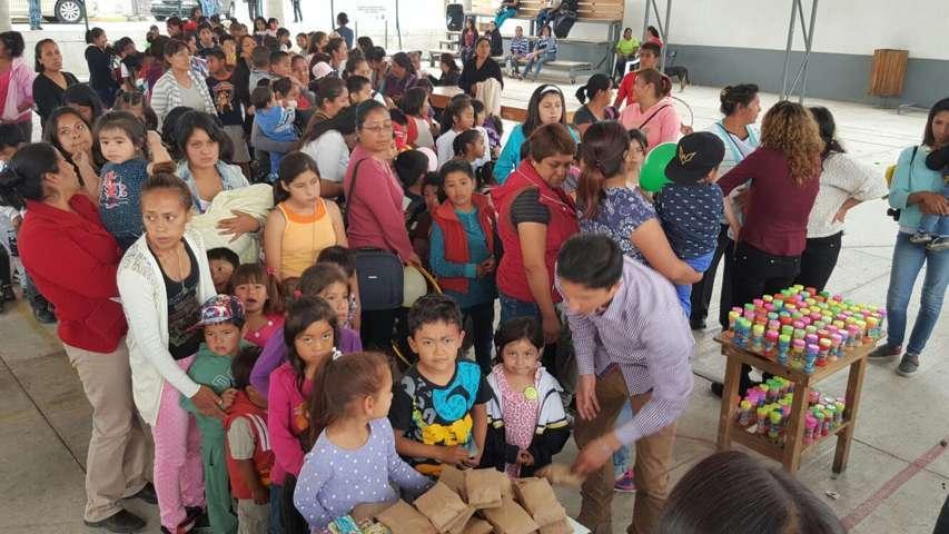"""Convive Primer Regidor de Totolac con infantes festejando """"Día del Niño"""""""