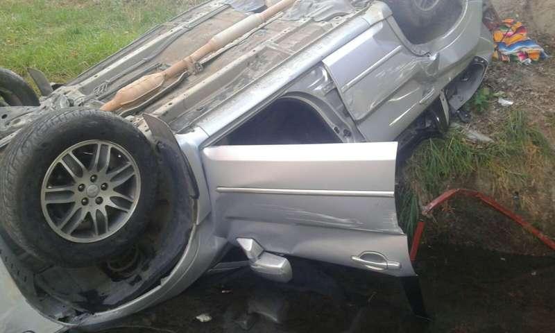 Espectacular volcadura de un auto deja un muerto en Totolac