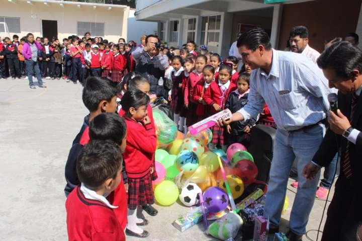 Ayuntamiento y SMDIF festejaron el Día del Niño con regalos