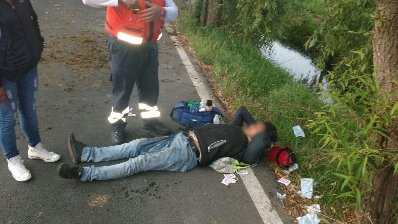 Choque entre carreta y moto deja dos lesionados en Tetlatlahuca