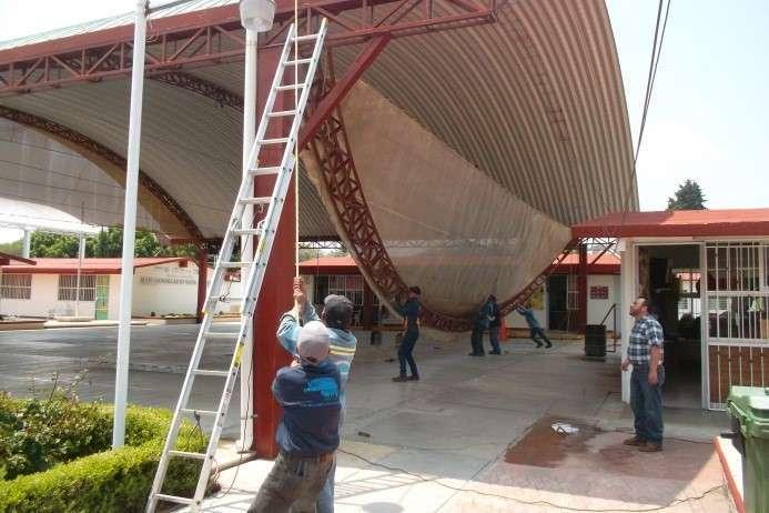 Concreta SEPE retiro de estructura dañada en techumbre de primaria
