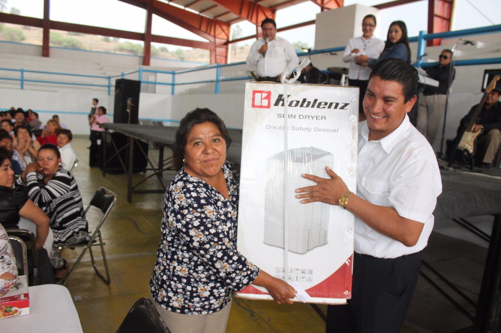 Murias Juárez festejo a los Maestros de la comuna en su día