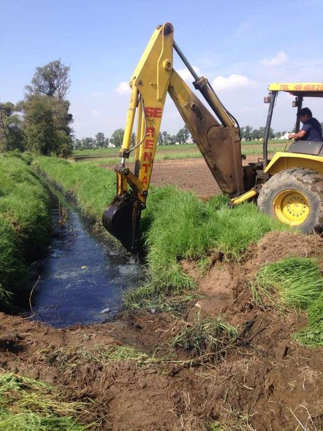 Realizan trabajos de desazolve en drenaje de San Mateo Ayecac