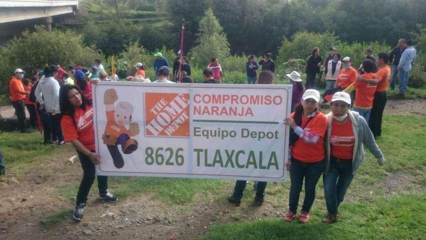 El Municipio de Apetatitlán y Home Depot limpian el río Zahuapan