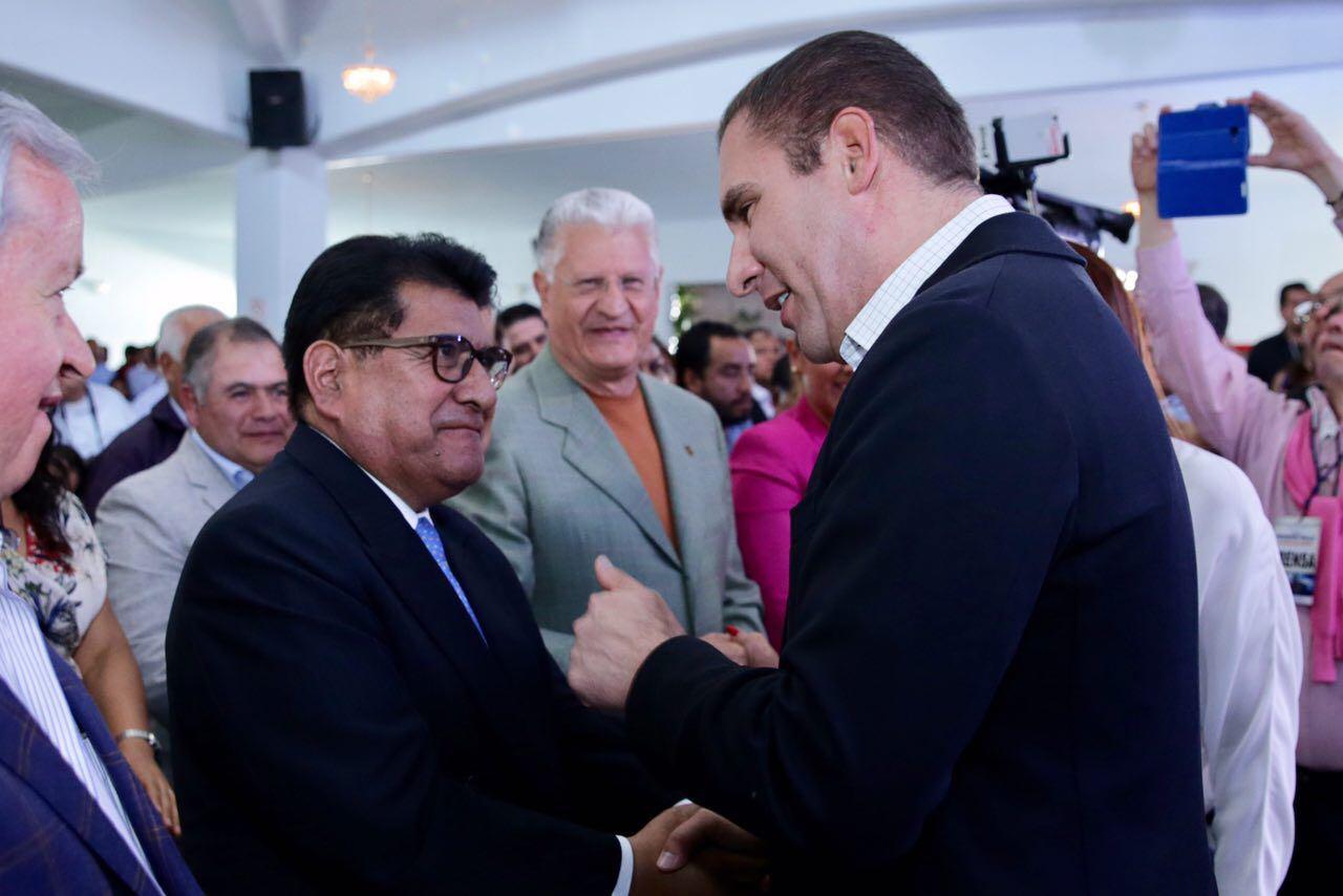 Ex gobernadores cómodos al lado de Moreno Valle