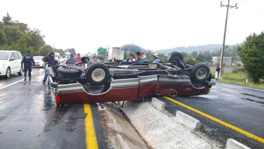 Volcadura en la autopista Tlaxcala-San Martin deja un lesionado