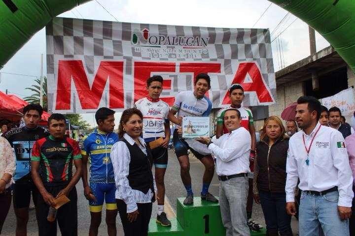 La VIII Carrera Ciclista recibió a más de 100 pedalistas de toda la república: alcalde