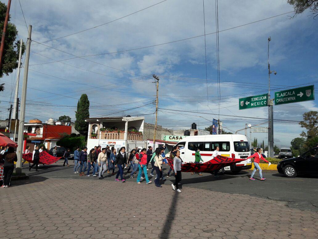 Marchan nuevamente normalistas de Panotla
