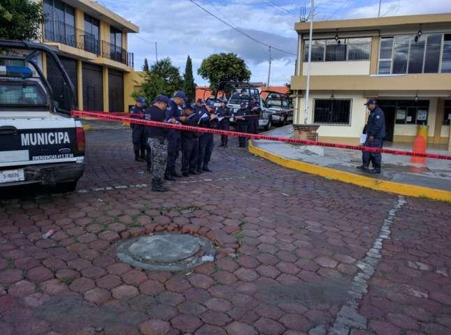 """Capacitan a policías de Teacalco en curso de """"Protocolo del primer respondiente y defensa personal"""""""