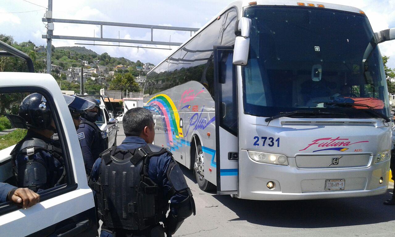 Liberan autobús secuestrado en Ayotzinapa
