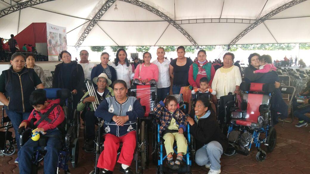 SMDIF Nanacamilpa beneficia a personas vulnerables con aparatos funcionales