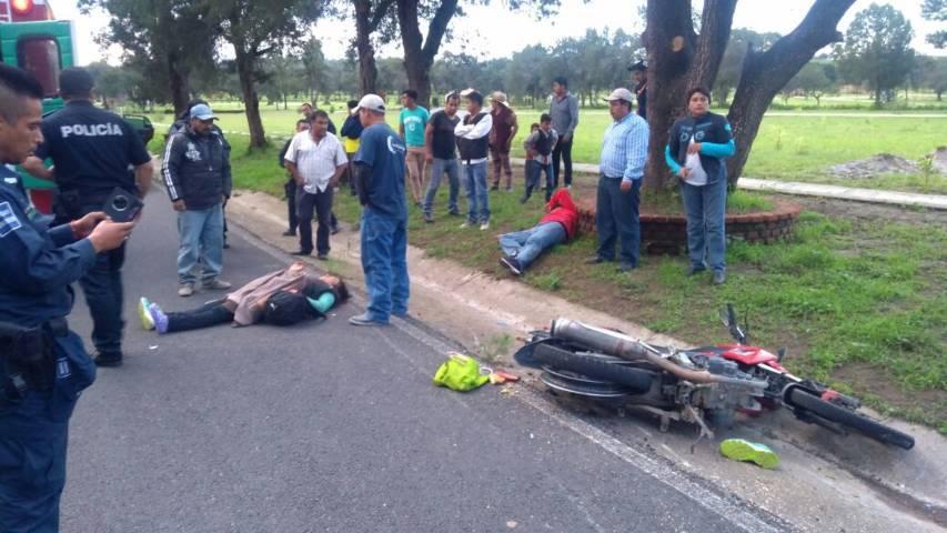 Madre e hijo se lesionan tras derrapar la moto en que viajaban