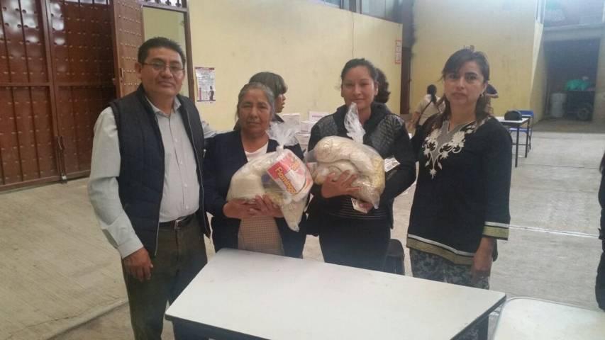 Entrega Ayuntamiento y SMDIF despensas a grupos vulnerables