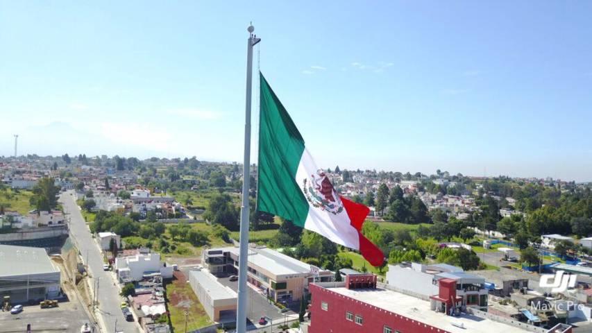 Estrena Ayuntamiento de Tlaxcala un Lábaro Patrio más grande