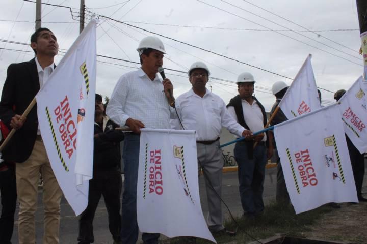 Alcalde pone en marcha la ampliación de la red de agua potable en la 16 de septiembre