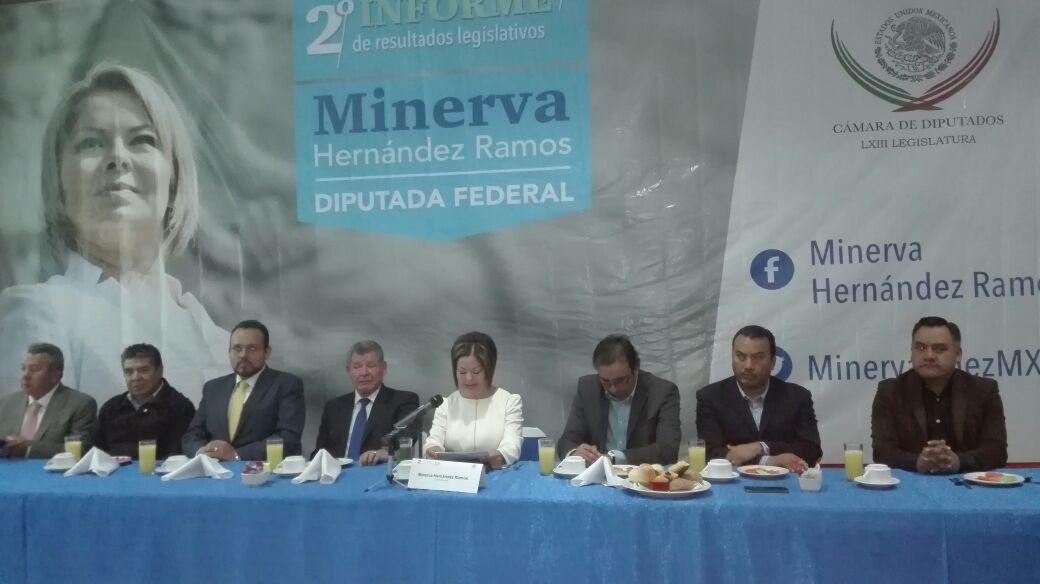 Minerva Hernández presenta informe fuera de su jurisdicción