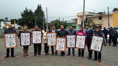 Alcalde se suma a las festividades patrias colocando Bando Solemne