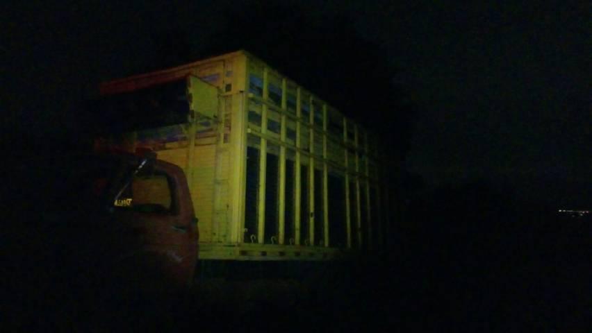 Huachicolero deja su camión abandonado con 8 contenedores de diésel en Ixtacuixtla