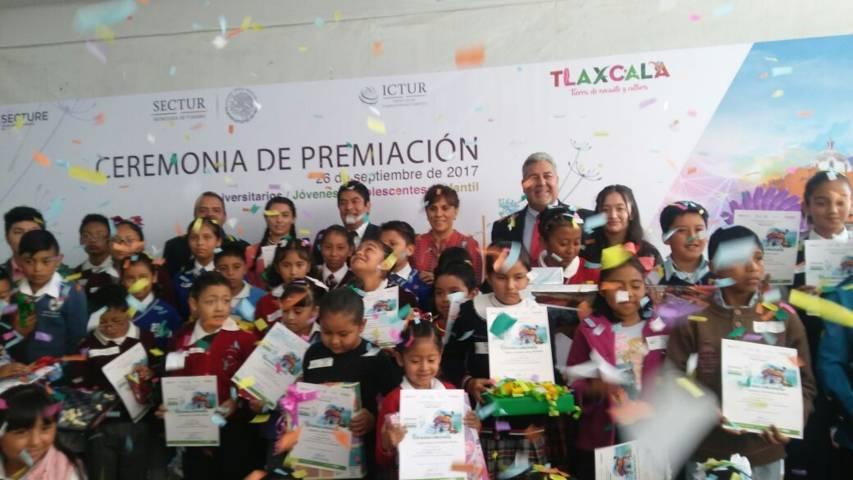 Recibe reconocimiento en dibujo niña del municipio de San Pablo del Monte