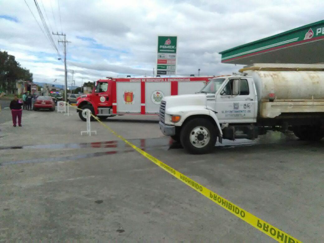 500 litros de gasolina se derraman por fuga en gasolinera de Xocoyucan