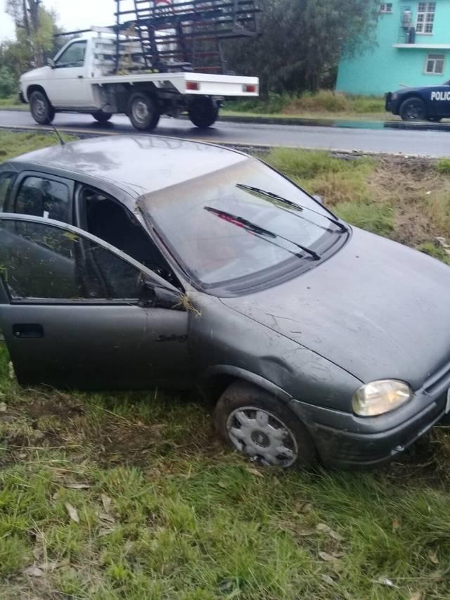Se voltea automóvil sobre la carretera Tlaxcala- Apizaco