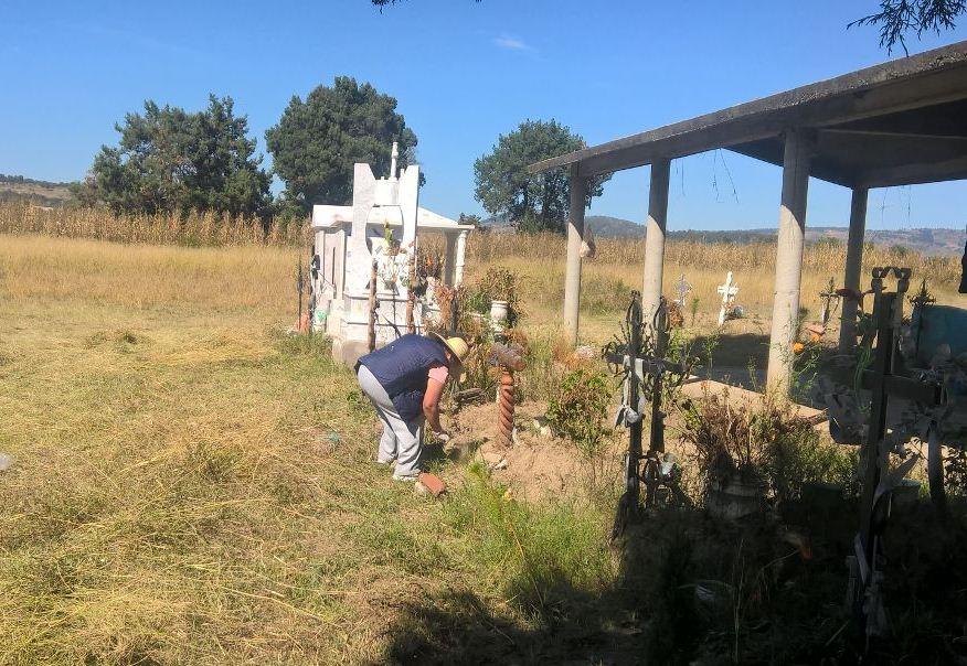 Presidente de Villa Alta realiza limpieza de camposanto